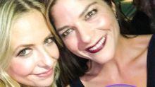 ¡Reunión de las chicas de Crueles intenciones! Sarah Michelle Gellar y Selma Blair pasan una noche de juerga
