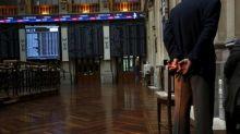 El Ibex comienza la semana en rojo al persistir inquietud por Cataluña
