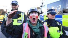 Manifestantes contra el cambio climático bloquean cinco puentes de Londres