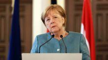 """Migranti, verso il minisummit Ue con 16 Paesi. Merkel frena: """"Incontro di lavoro"""""""