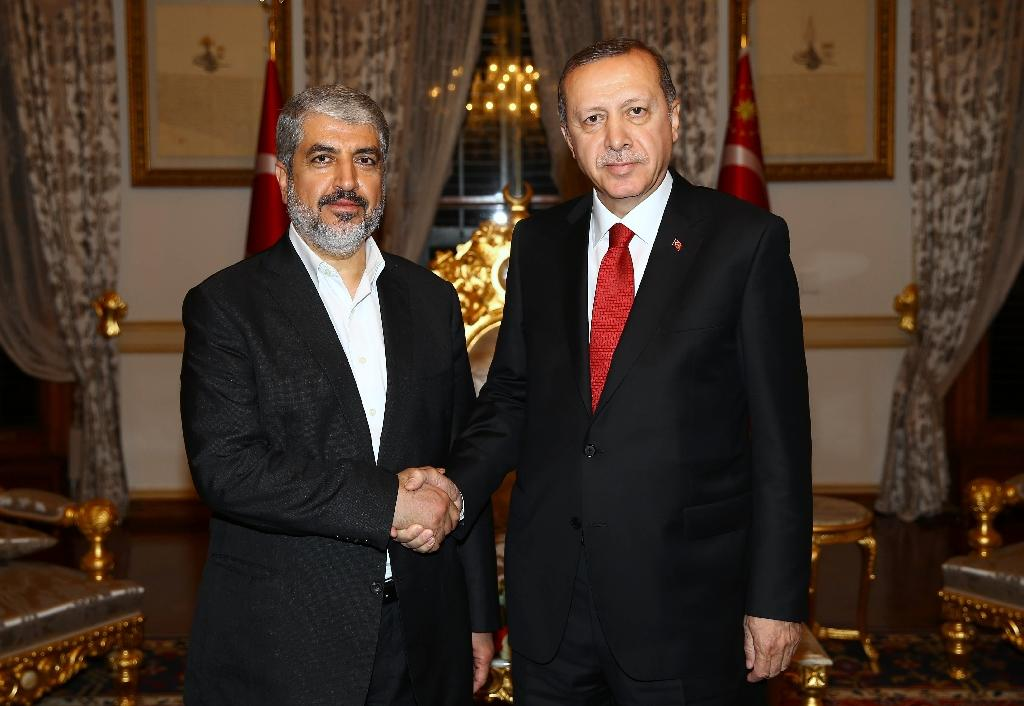 Turkish leader Recep Tayyip Erdogan (R) Erdogan also met with Doha-based Hamas leader Khaled Meshaal (L) in anticipation of the agreement (AFP Photo/Kayhan Ozer)