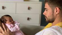 """Rafael Vitti comenta paternidade: """"Tatá dá de mamar, eu faço todo o resto"""""""