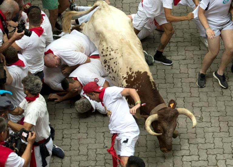 The runners try to stay as close to the bulls as possible without getting hurt (AFP Photo/JAIME REINA)