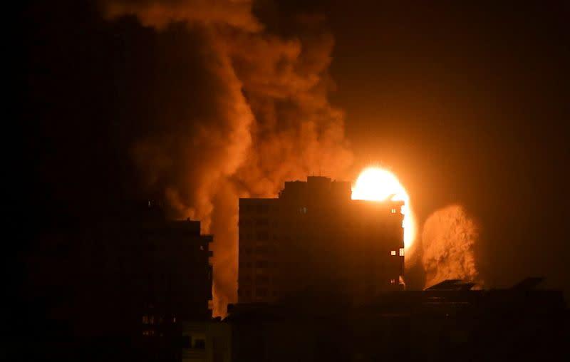Des frappes israéliennes tuent 42 Palestiniens, nouveaux tirs de roquettes depuis Gaza