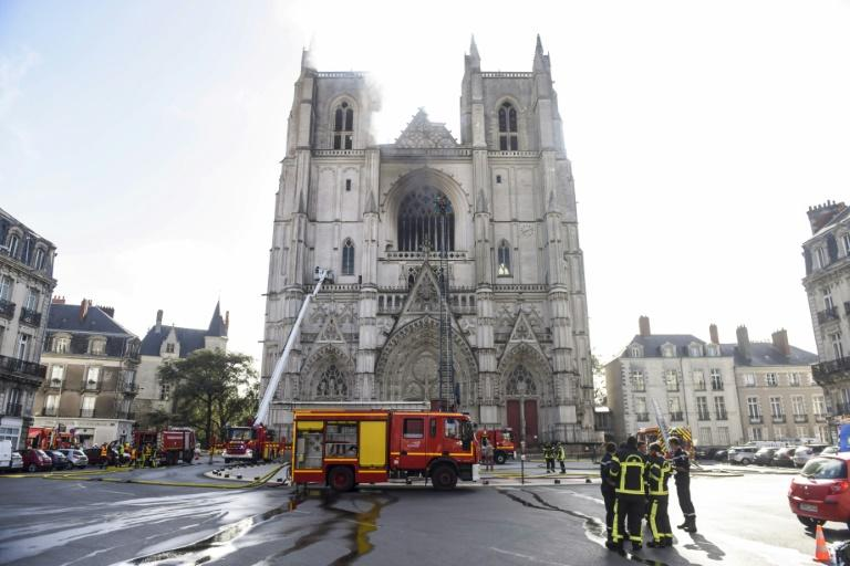 Emergency teams managed to contain the fire at the gothic structure, built between 15th and 19th centuries (AFP Photo/Sebastien SALOM-GOMIS)