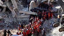 Se reducen las tareas de rescate en Turquía tras sacar a decenas de personas de los escombros