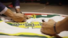 Raptors autograph Broncos sweater to honour Humboldt