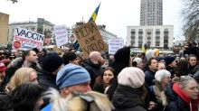 Festnahmen und Verletzte bei Protesten gegen Corona-Beschränkungen in Schweden