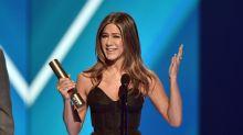 Jennifer Aniston Celebrates Friends In Heartfelt But Hilarious People's Choice Awards Speech