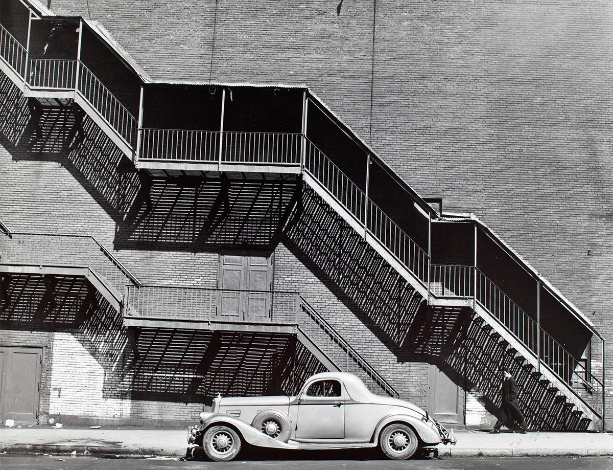 <p>Mr. Perkin's Pierce Arrow, New York, 1946. (© Todd Webb Archive) </p>