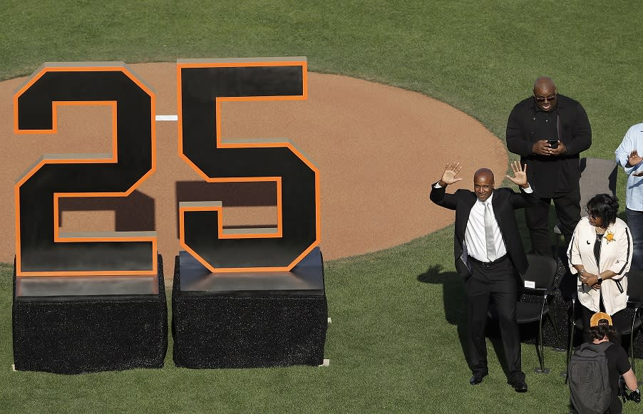 91b9db768 Willie Mays steals show as Giants retire Barry Bonds No. 25