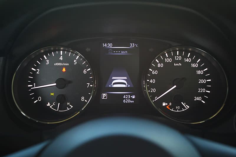 當設定好車速與車距,ICC智慧型定速控制便能協助跟隨前車行進。