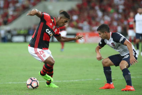 Para Berrío, jogar no Maracanã lotado pelo Flamengo é 'espetacular'