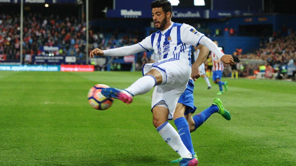 El partido de Carlos Vela vs Barcelona