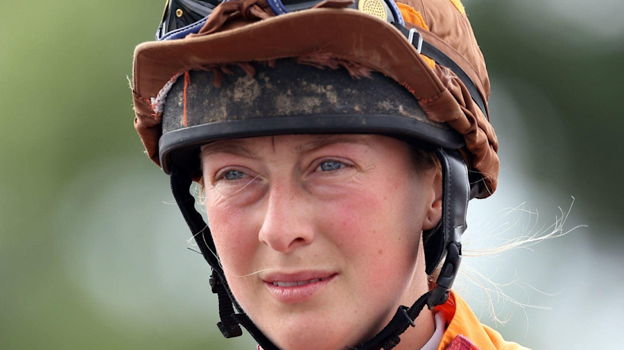 Amateur jockey Lorna Brooke dies after fall at Taunton, aged 37