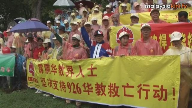 1,000 attend Save Chinese Education rally