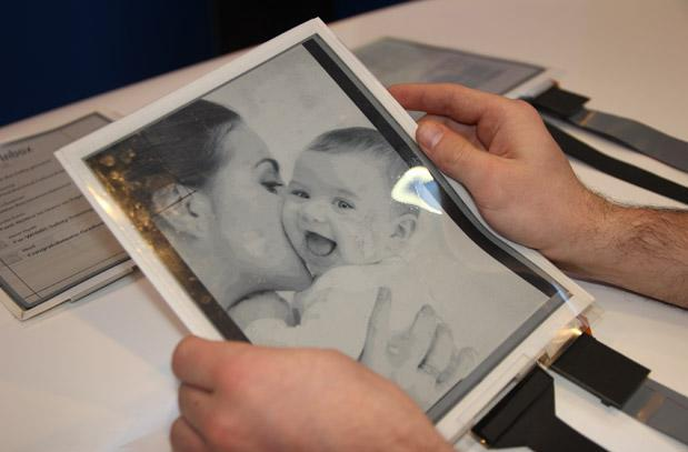 Intel, Plastic Logic and Queen's U build the PaperTab: a flexible e-paper tablet (video)