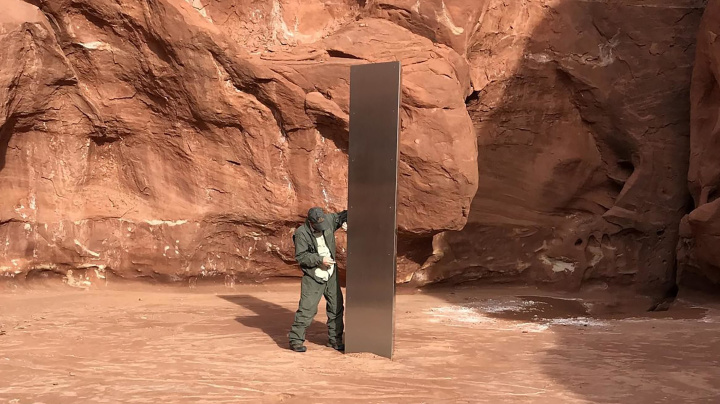 Hiker saw mysterious monolith removed from desert