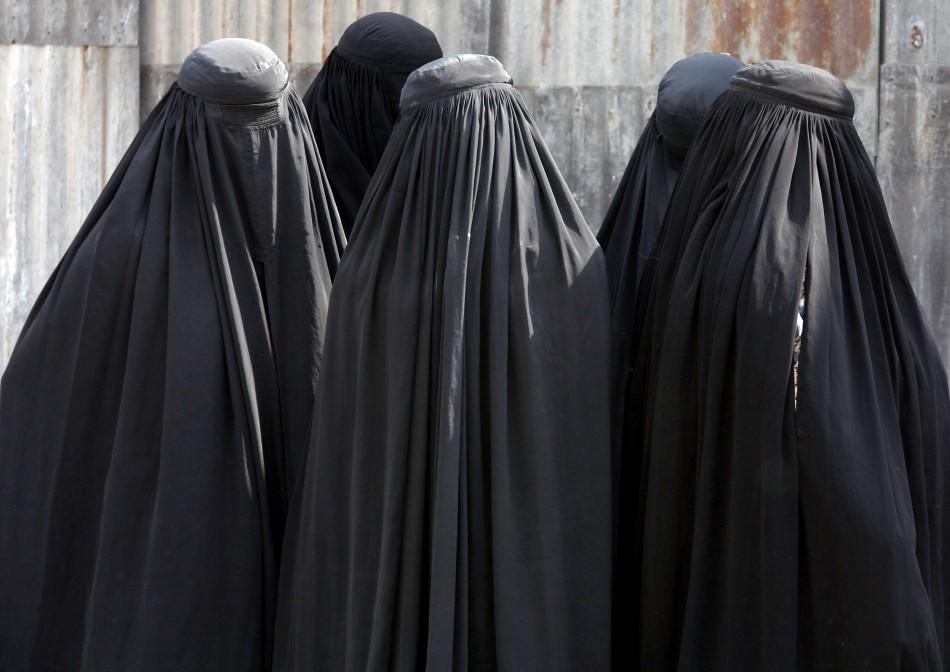 should women wear the burqa in Meanwhile, in stricter nations, women are forced to wear the burqa failure to do so can result in beatings, harassment or worse obviously a woman wears a burqa but more specifically, conservative practising muslims wear it.