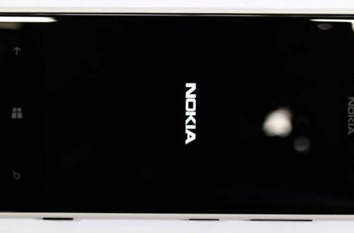 Nokia Lumia 720 swings by the FCC in high style