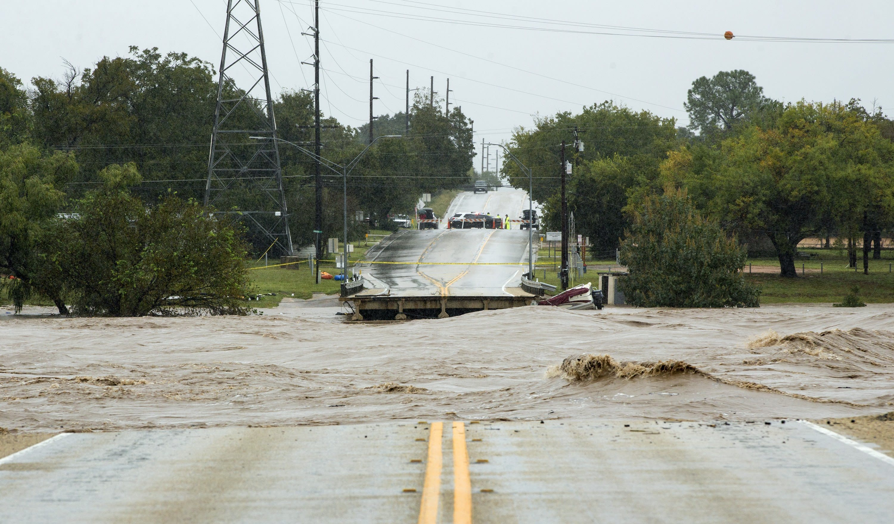 Floods destroy bridge, force evacuations in Central Texas