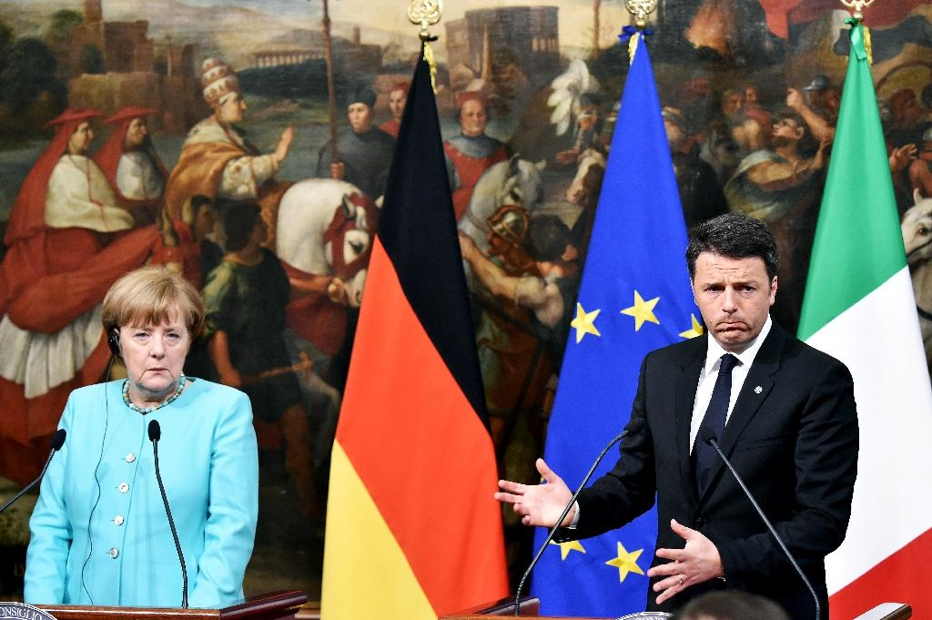 German Chancellor Angela Merkel (L) during a news conference with Italian Prime Minister Matteo Renzi (R) after their meeting in Rome on May 5, 2016 (AFP Photo/Alberto Pizzoli)
