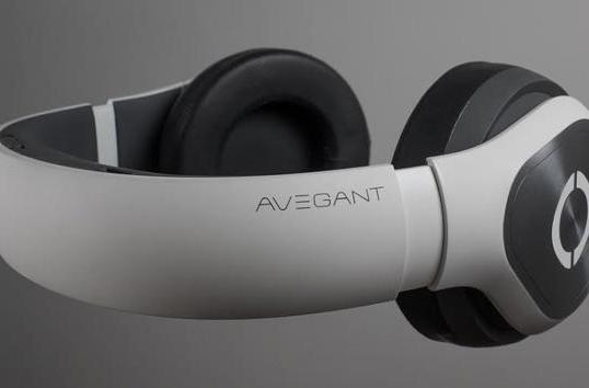 Avegant's headphone-like wearable display arrives this fall