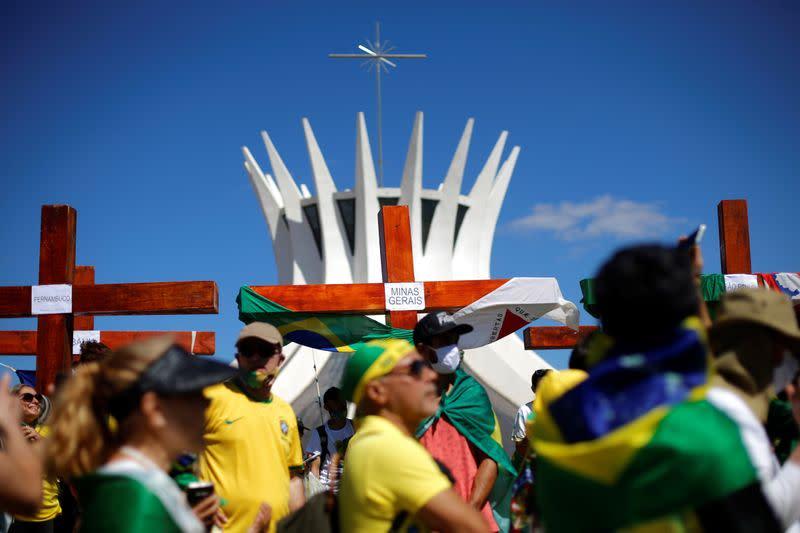 Brazil's Bolsonaro awaits new test to show if he is COVID-19 free