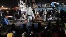 """Migranti, il sindaco di Lampedusa: """"Hanno lasciato soli me e la Lamorgese"""""""