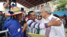 La falsa e hipócrita acusación de racismo contra AMLO por ayudar a indígenas