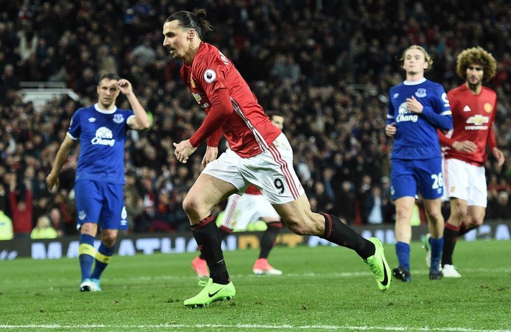 Premier League: Zlatan maintient Man Utd dans la course au top 4
