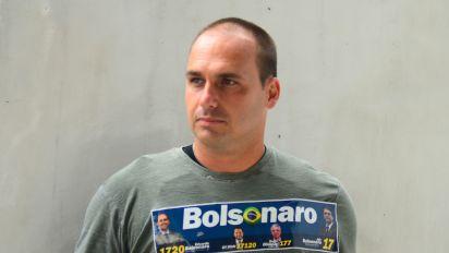 Filho de Bolsonaro diz que é fácil fechar o STF