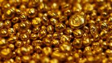 Gold rises as stocks dip, sound technicals bolster appeal