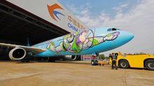 不只Kitty彩繪機 迪士尼巴斯光年也飛上天