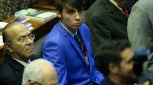 Na Argentina, Bolsonaro apresenta filho mais novo como 'embaixador mirim'
