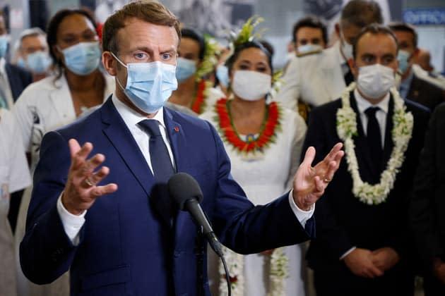 """Emmanuel Macron ne veut pas voir les projets éoliens et solaires """"abîmer le paysage"""""""