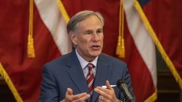 Texas governor OKs some fans in stadiums