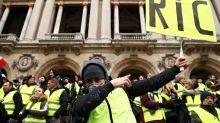 """Gilets jaunes""-Samedi sous tension en France, mobilisation en  baisse"