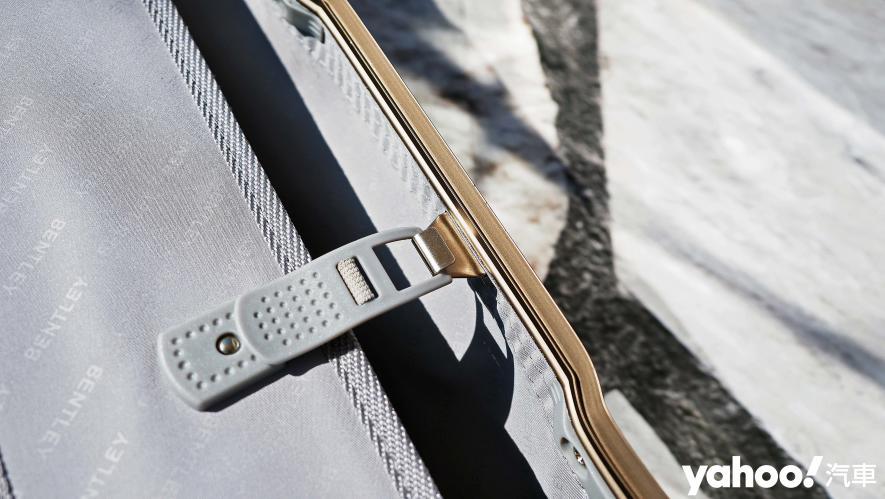 開車旅行更該極致優雅!Bentley 29吋PC+ABS鋁框輕量化行李箱迷人開箱 - 11