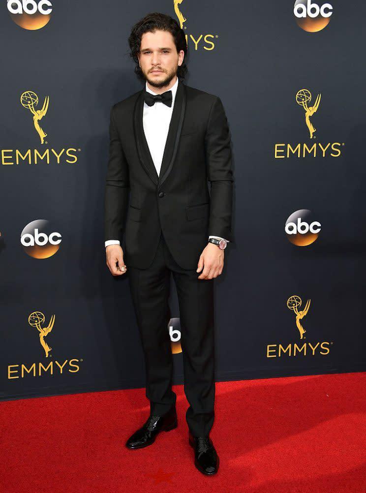 """Bei der Verleihung der diesjährigen Emmy Awards ging der """"Game of Thrones""""-Star Kit Harington leer aus. Doch als ob das nicht schon schlimm genug für die Fans der Erfolgsshow war, mussten sie zudem noch ertragen, dass der Name des Schauspielers falsch geschrieben war. Perfekte Voraussetzungen für einen Shitstorm der Superlative. (Bild: Getty Images)"""