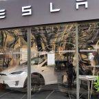 Dow Jones Falls From Record Highs; Tesla Reverses Amid Recall, While Chinese EV Stocks Li Auto, Nio, Xpeng Tumble