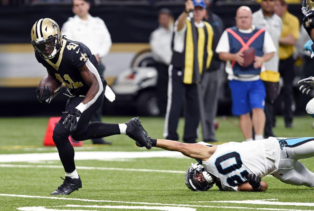 New Orleans Saints running back Alvin Kamara (41) breaks loose from Carolina Panthers free safety Kurt Coleman (20) on a touchdown. (AP)