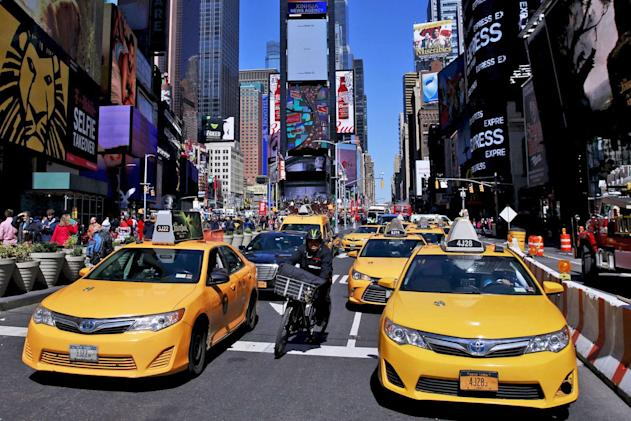 New York approves surcharge for Uber and Lyft rides in Manhattan