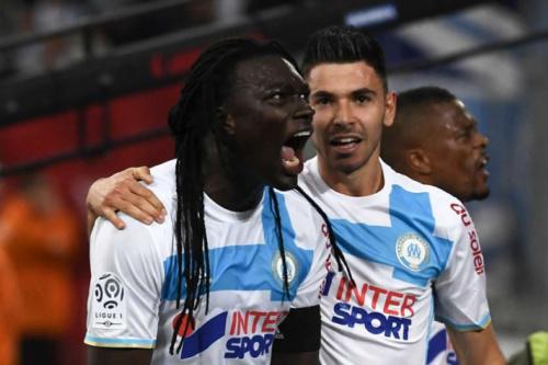 Sem piedade, Olympique bate o Saint-Étienne pelo Campeonato Francês