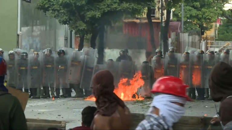 Venezuela l 39 opposition appelle manifester dimanche for Interieur gov dz vote