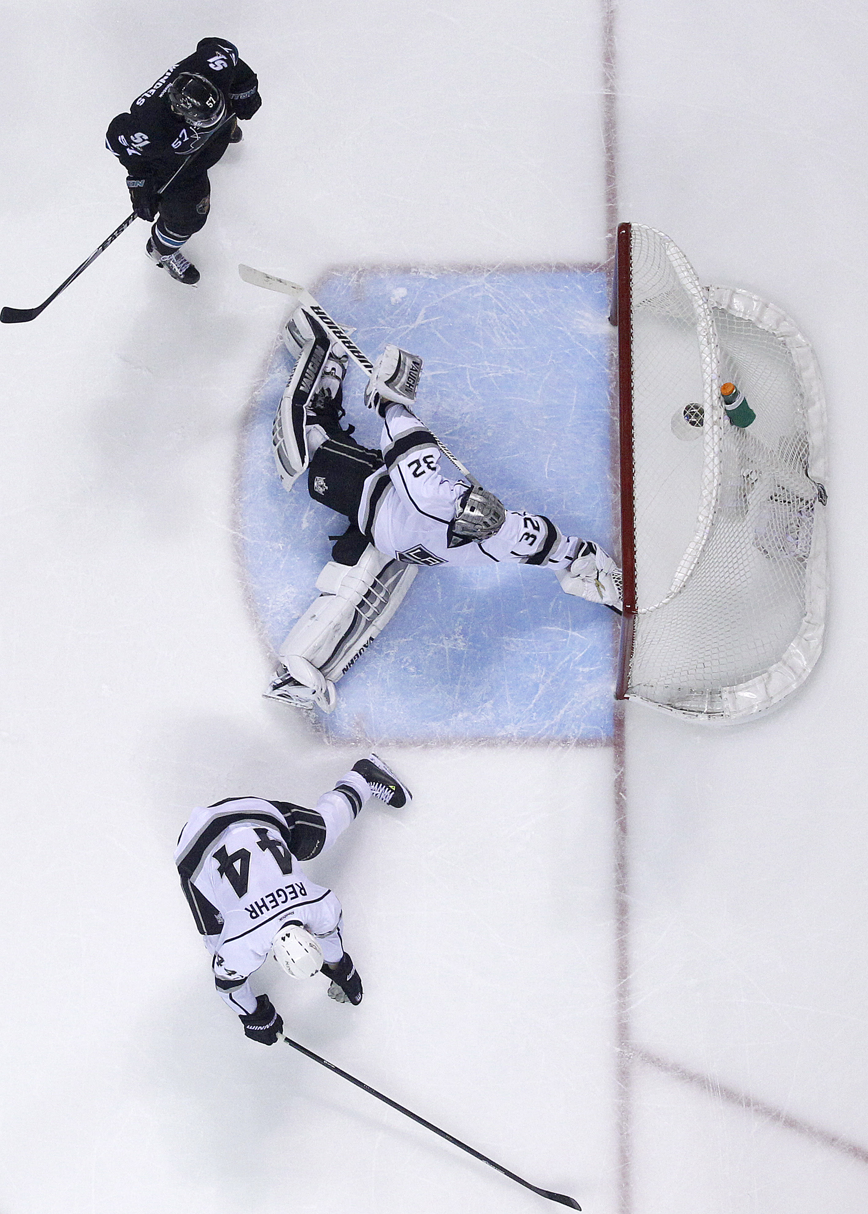Los Angeles Kings goalie Jonathan Quick (32) makes a save on a goal attempt by the San Jose Sharks during the third period of Game 4 of an NHL hockey first-round playoff series in San Jose, Calif., Saturday, April 26, 2014. Los Angeles won 3-0. (AP Photo/Tony Avelar)