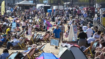 Temperatures top 25C on hottest day of the year