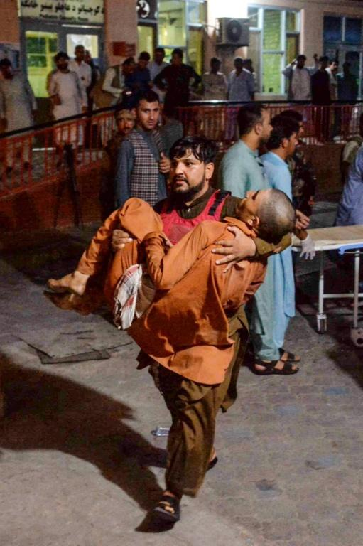 A victim of the August 2, 2020 attack on the Jalalabad prison is carried to the hospital (AFP Photo/NOORULLAH SHIRZADA)