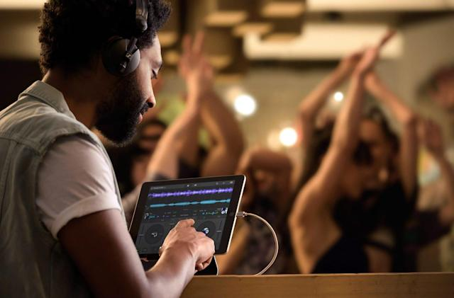 Native Instruments' Traktor DJ 2 breaks free from the iPad