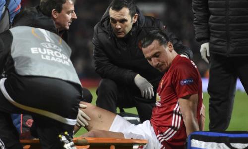United confirma lesões sérias de Ibra e Rojo, sem previsão de volta